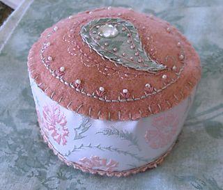 Renaissance pincushion (2)