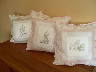 Ina 3 pillows