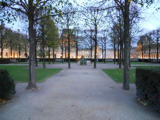 The Louvre parks by night (2)