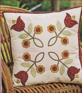 Tlip delight pillow