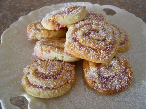 Golden jam biscuits (3)