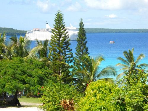 Cruise ship at Lifou